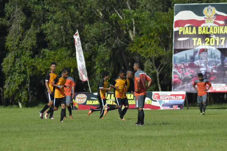 Aksi para punggawa Serang Jaya saat berlaga di Baladhika Cup. (Foto: TitikNOL)
