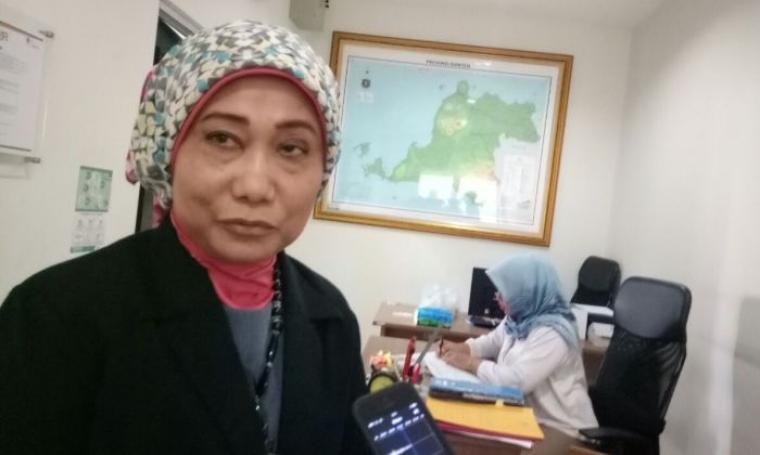 Direktur RSUD Banten Dwi Hesti Hendarti memberikan penjelasan tentang kegiatan character building, di kantornya, Selasa (21/3/2017). (Foto: TitikNOL)