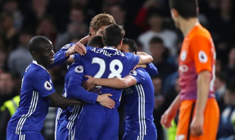 Para pemain Chelsea merayakan kemenangan dengan skor 2-1 atas Manchester City. (Dok: skysports)