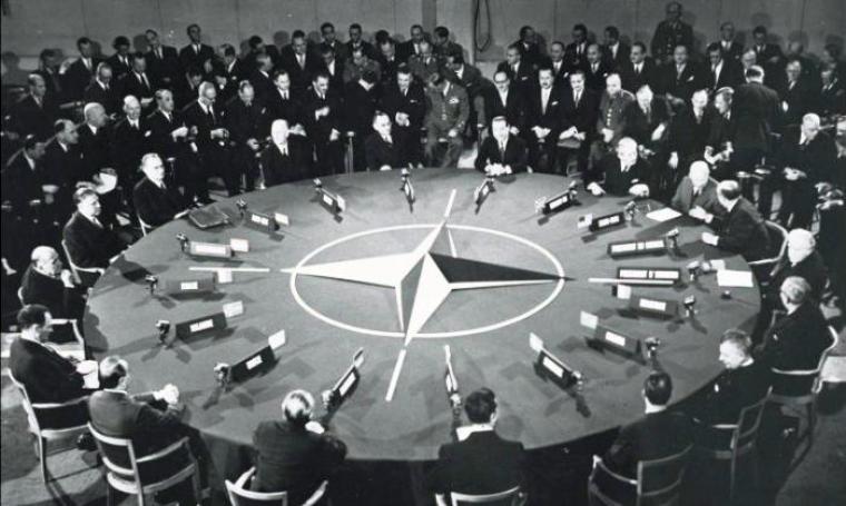Pada 4 April tahun 1949, dua belas negara-negara dari Eropa Barat dan Amerika Utara menandatangani Pakta Pertahanan Atlantik Utara di Washington, D.C. (Dok: shape)