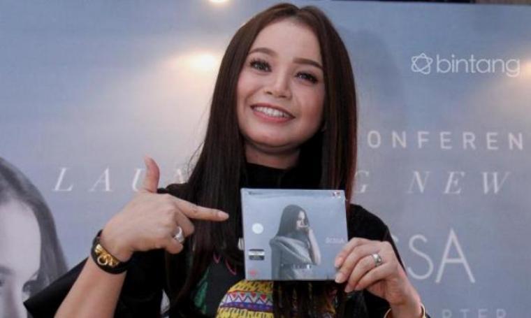 Roslaina Sri Handayani atau biasa dikenal dengan nama Rossa launching album terbarunya yang bertajuk A NEW CHAPTER. (Dok: bintang)