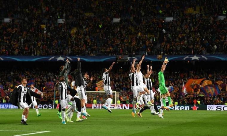 Kegembiraan para pemain Juventus setelah berhasil menahan imbang Barcelona di Camp Nou dan memastikan lolos ke babak semifinal Liga Champions. (Dok: talksport)