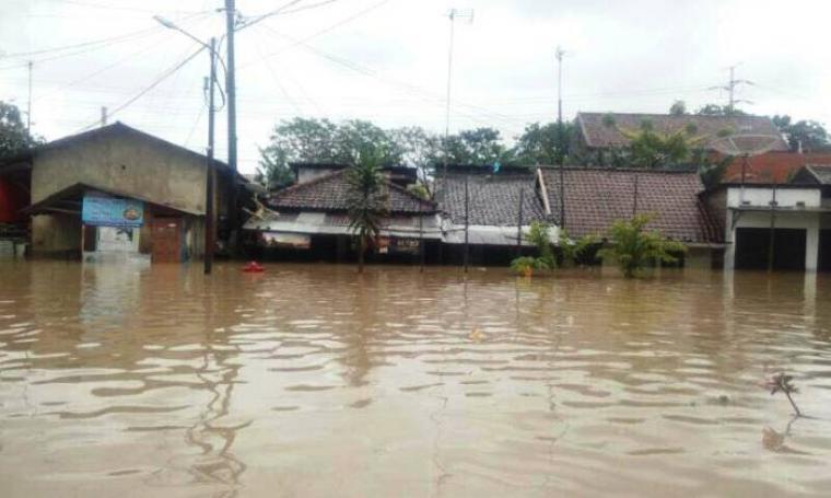 Rumah warga terendam banjir di Kecamatan Ciwandan, Kota Cilegon. (Foto: TitikNOL)