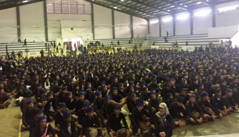 Ribuan warga dari Suku Adat Baduy saat berkumpul di GOR Maulana Yusuf, Ciceri, Kota Serang. (Foto: TitikNOL)
