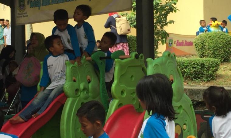 Sejumlah anak saat bermain di arena permainan. (Foto: Ist)