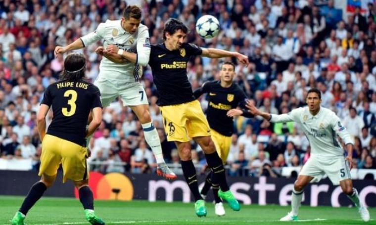 Umpan crossing Casemiro diteruskan Cristiano Ronaldo melalui sundulan yang berbuah menjadi gol. (Dok: mirror)