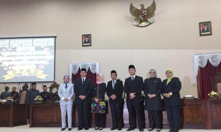 Gubernur dan Wakil Gubernur Banten bersama anggota Lima BPK RI Usai Paripurna.(Foto: TitikNOL)