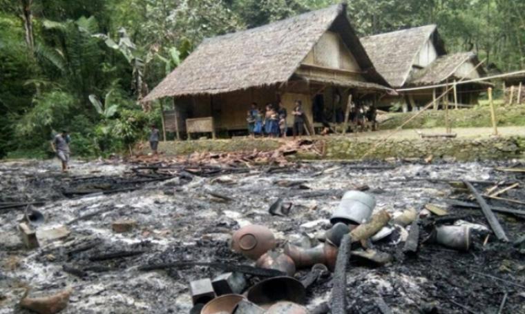 Ratusan warga suku Baduy mengungsi dan tinggal sementara di rumah tetangga yang tidak terbakar. (Foto: Istimewa)
