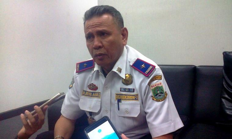 Kepala Dishub Provinsi Banten Revri Aroes saat memberikan keterangan kepada wartawan. (Foto: TitikNOL)
