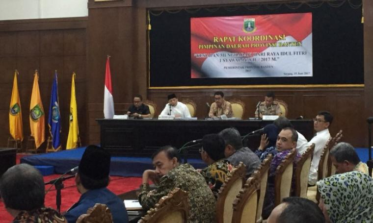 Rapat koordinasi pimpinan daerah Banten dalam kesiapan menghadapi hari raya Idul Fitri 1 syawal 1438 H / 2017 M. (Foto: TitikNOL)