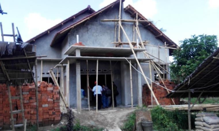 Rumah milik Halili di Jalan Kating Lingkungan Kubang Lesung RT 01 RW 01, Kelurahan Taman Baru, Kecamatan Citangkil yang digerebek Densus 88 Mabes Polri. (Foto: TitikNOL)