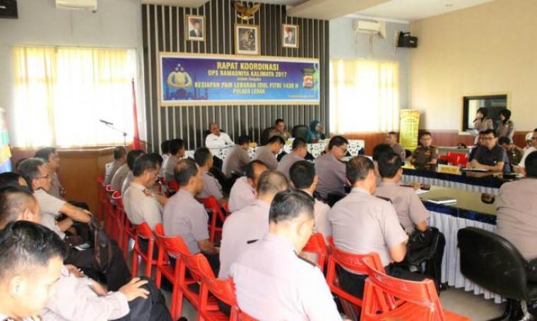 Polres Lebak Gelar Rakor Lintas Sektoral dalam rangka kesiapan PAM Lebaran 1438 Hijriyah yang dilaksanakan di Aula Mapolres Lebak, hari ini. (Foto: TitikNOL)
