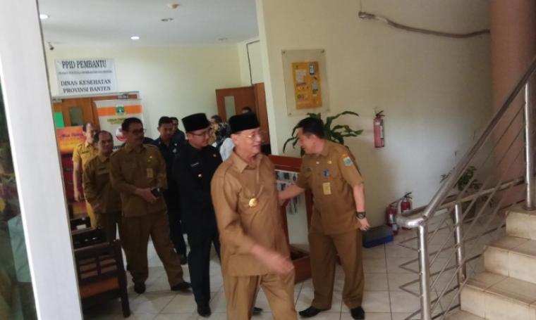 WH-Andika saat melakukan sidak ke Kantor Dinkes Banten, KP3B, Curug, Kota Serang, Senin (12/6/2017). (Foto: TitikNOL)