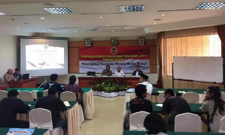 Suasana diskusi pencegahan terorisme Pemerintah Provinsi Banten dan FKPT Banten bersama Pokja Wartawan Harian Provinsi Banten di Hotel Ledian, Kota Serang, Senin (19/6/2017). (Foto: TitikNOL)