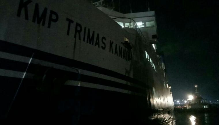 KMP Trimas Kanaya mati mesin di Dermaga I Pelabuhan Merak. (TitikNOL)