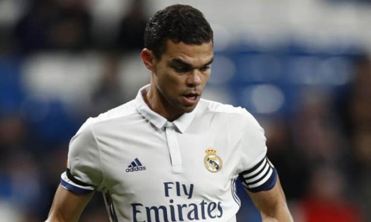 Demi Perkuat Lini Belakang, Hamann Sarankan Liverpool Rekrut Pepe