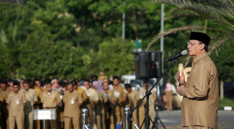 Gubernur Banten Wahidin Halim, saat memberikan sambutan dalam apel pagi yang digelar di halaman masjid KP3B, Curug, Kota Serang. (Foto: TitikNOL)