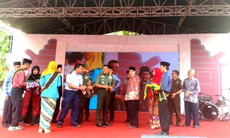 Suasana Universitas Islam Negeri (UIN) Sultan Maulana Hasanudin (SMH) Banten melaunching logo baru yang digelar di Kampus Lama UIN SMH Banten, di Ciceri, Kota Serang. (Foto: TitikNOL)