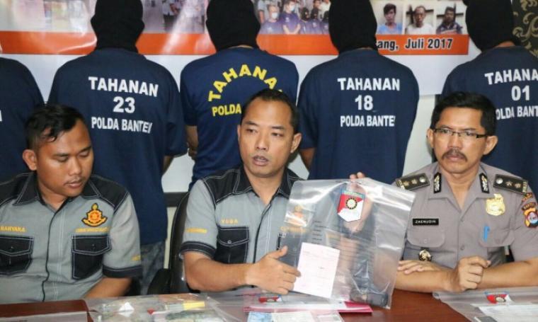 Direktorat Reserse Kriminal Umum Polda Banten saat press realese di Mapolda Banten, Selasa (18/7/3017). (Foto: TitikNOL)