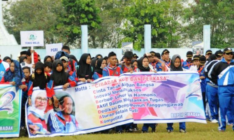 Atlet PORKAB Lebak ke-II saat mengikuti acara pembukaan di Stadion Ona Rangkaabitung. (Foto: Ist)
