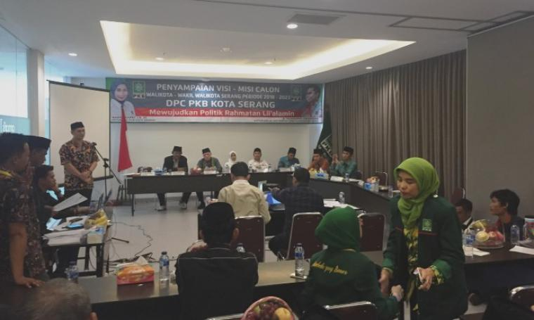 Suasana penyampaian visi dan misi bakal calon Wali Kota dan Wakil Wali Kota Serang periode 2018-2019 yang digelar di Hotel Amaris, Kamis (27/7/2017). (Foto: TitikNOL)