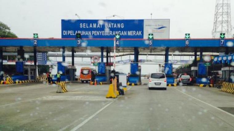 Pintu masuk menuju Pelabuhan Merak. (Dok: net)