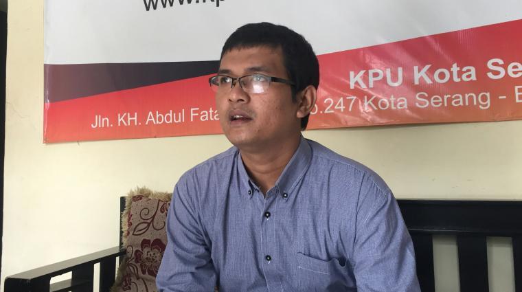 Komisioner KPU Kota Serang Fierly Murdiat. (Foto: TitikNOL)