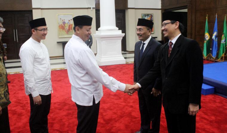 Gubernur dan Wakil Gubernur Banten memberikan ucapan selamat kepada Kepala BPKP Banten yang baru Bonardo Hutahuruk dan pejabat lama Arief Tri Hardiyanto. (Foto: TitikNOL)