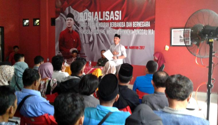 Kegiatan reses yang dilakukan anggota Komisi VIII DPR RI Hasbi Asyidiki Jayabaya di Rumah Aspirasi Jalan Jenderal Ahmad Yani Nomor 109, Desa Kadu Agung Timur, Kecamatan Cibadak. (Foto: TitikNOL)