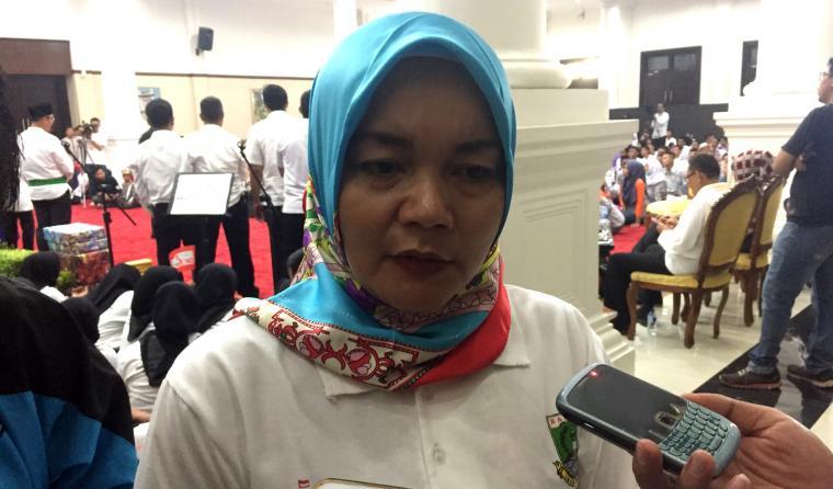 Wakil ketua DPRD Provinsi Banten Nuraeni memberikan keterangan kepada wartawan di Pendopo Gubernur Provinsi Banten Curug, Kota Serang. (Foto: TitikNOL)