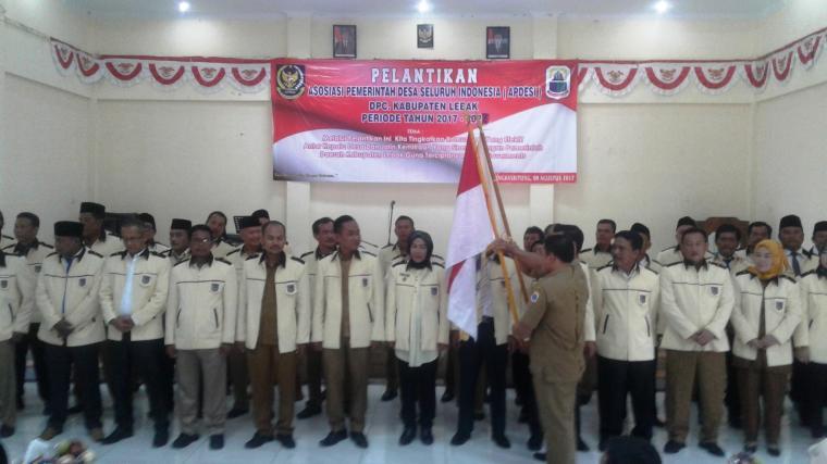 Suasana prosesi pelantikan pengurus Apdesi DPC Lebak di gedung PGRI Rangkasbitung, Kabupaten Lebak. (Foto: TitikNOL)