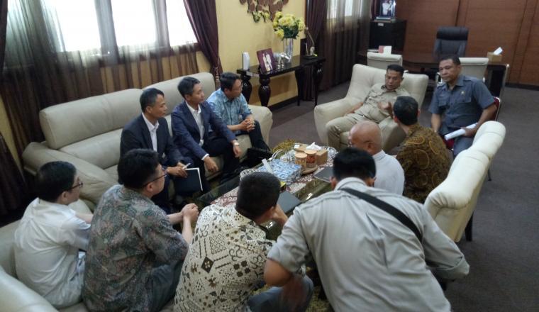 Manajemen Lotte Chemical saat menggelar rapat tertutup dengan Wali Kota Cilegon. (Foto: TitikNOL)
