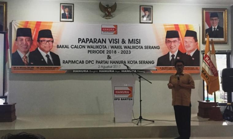 Bakal calon Wali Kota Serang Ranta Soeharta saat menyampaikankan visi dan misi di kantor DPD Partai Hanura Provinsi Banten. (Foto: TitikNOL)