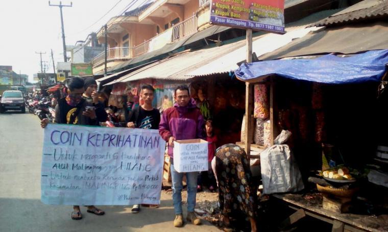 Sejumlah aktivis mahasiswa di Kecamatan Malingping gelar aksi pengumpulan koin untuk atlet dan panitia Porkab Kecamatan Malingping. (Foto: TitikNOL)