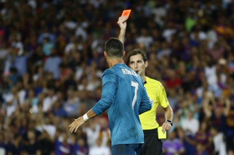Cristiano Ronaldo saat diganjar kartu merah. (Dok: bleacherreport)