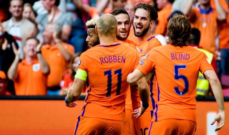 Selebrasi para pemain Belanda usai mencetak gol ke gawang Belarusia. (Dok: net)