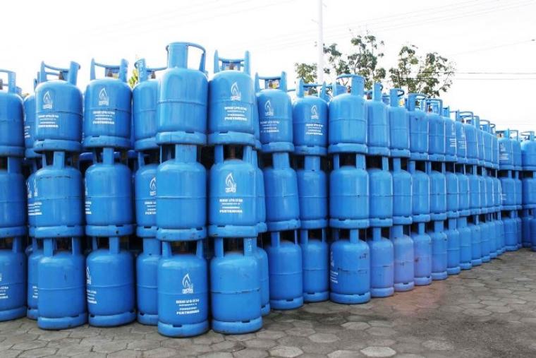 Tabung gas elpiji ukuran 12 kilogram tersusun. (Dok: net)