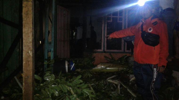 Satu unit rumah milik Sumar warga Kampung Karangcombong, Desa Hariang, Kecamatan Sobang, Lebak, hangus terbakar. (Foto: Ist)