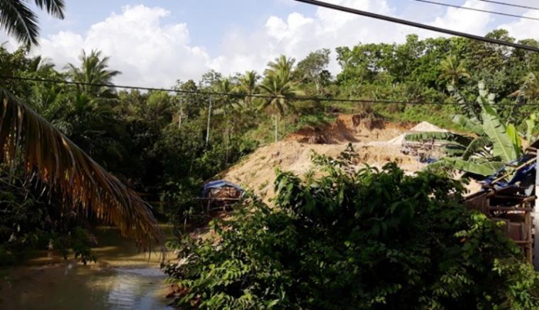 Tambang dan pencucian pasir diduga ilegal yang berada di Kampung Cikumpay, Desa Bayah Barat, Kecamatan Bayah. (Foto: TitikNOL)