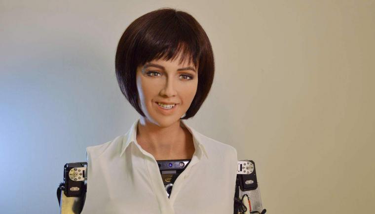Sophia, robot dengan penampilan mirip manusia diberi kewarganegaraan oleh Arab Saudi. (Dok: futurism)