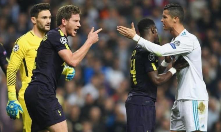 Pemain Tottenham Hotspurs Verthongen beradu mulut dengan Cristiano Ronaldo. (Dok: talksport)