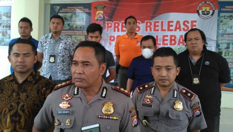 Kapolres Lebak AKBP Dani Arianto saat memberikan keterangan pers di Mapolres Lebak. (Foto: TitikNOL)