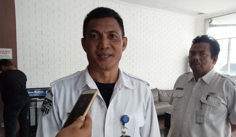 GM PT ASDP Indonesia Ferry Cabang Utama Merak, Fahmi Alweni saat memberikan keterangan kepada wartawan. (Foto: TitikNOL)