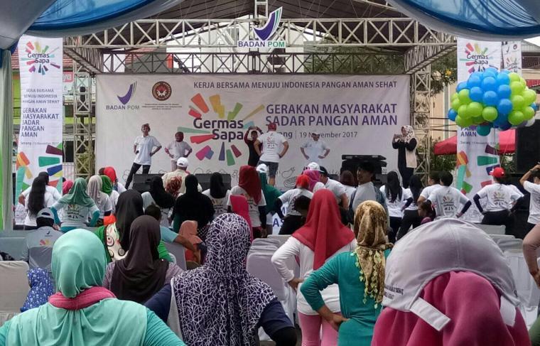 Puluhan peserta sedang mengikuti lomba senam yang digelar oleh BPOM Serang. (Foto: TitikNOL)