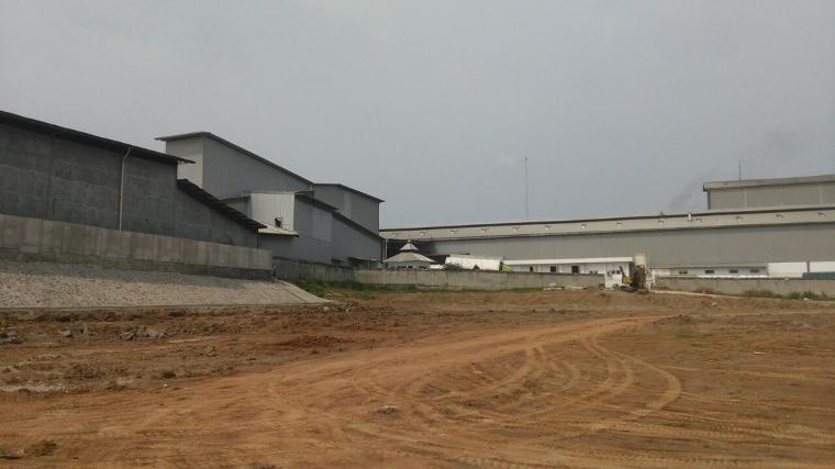 Area pabrik milik PT Aplus yang disebut cemari rumah warga. (Dok: TitikNOL)