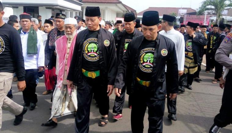 Gubernur Banten Wahidin Halim didampingi Kapolda Banten Brigjen Pol Listyo Sigit Prabowo dan Abuya Muhtadi usai memberikan sambutan sekaligus membuka acara Tapak Karuhun Banten. (Foto: Ist)