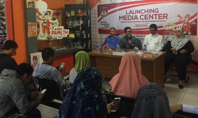 Suasana lounching media center di KPU kota serang. (Foto: TitikNOL)