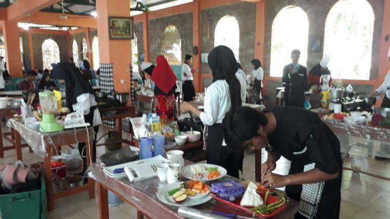 SMK Baitul Hamdi, Menes, Kabupaten Pandeglang, saat menggelar kegiatan Cooking Competition. (Foto: Ist)