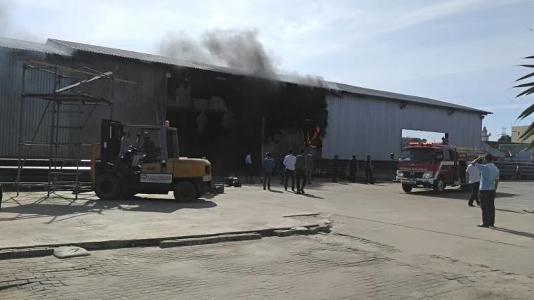 Kondisi Gudang pabrikasi PT Meisha Internusa Teknik saat terbakar. (Foto: TitikNOL)