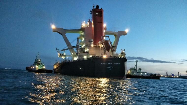 Kapal kargo MV.Centaurus Dream yang kandas di Perairan Ciwandan. (Foto: Ist)
